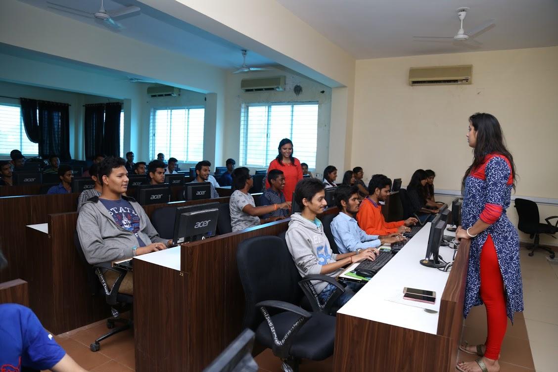 Itm Vadodara Offers Management Engineering Health Science